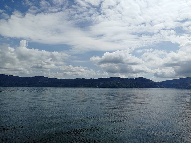 lago toba desde samosir island