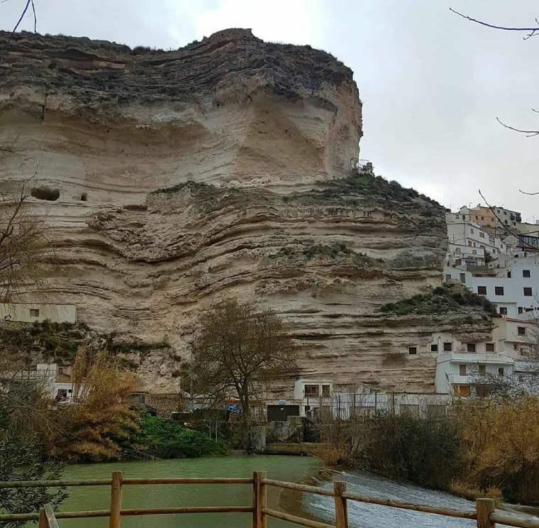 alcala del jucar cuevas