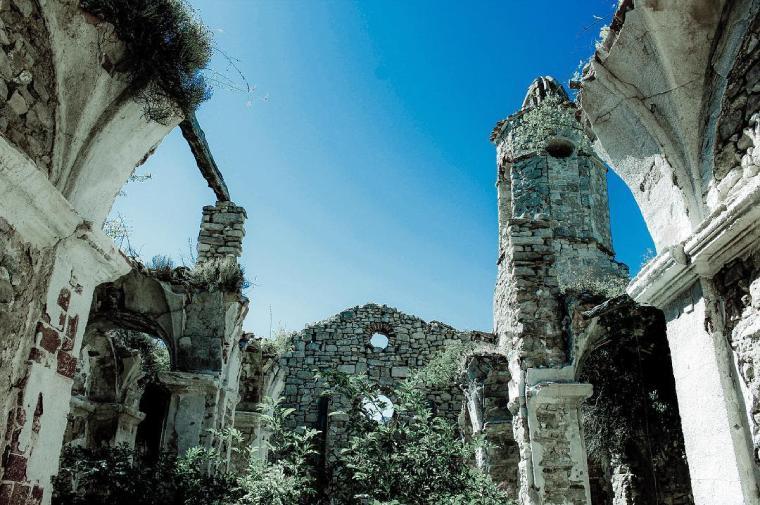 la mussara iglesia abandonada