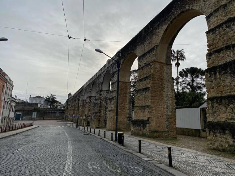 muralla coimbra portugal