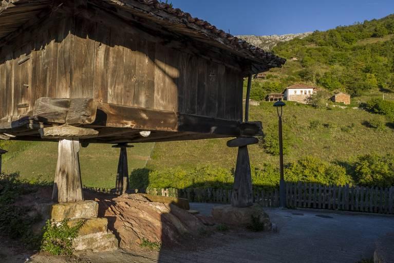 bandujo pueblo bello asturias