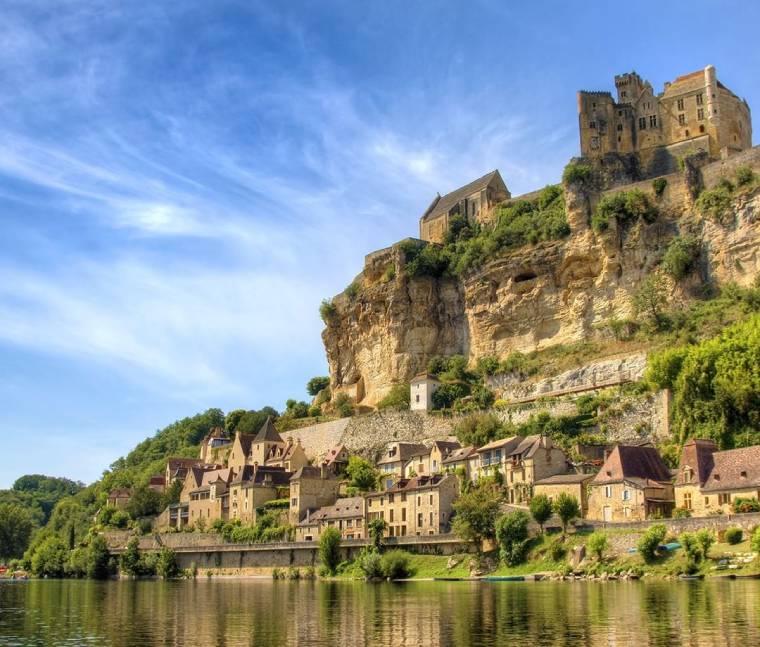 Beynac et Cazenac pueblo sur francia