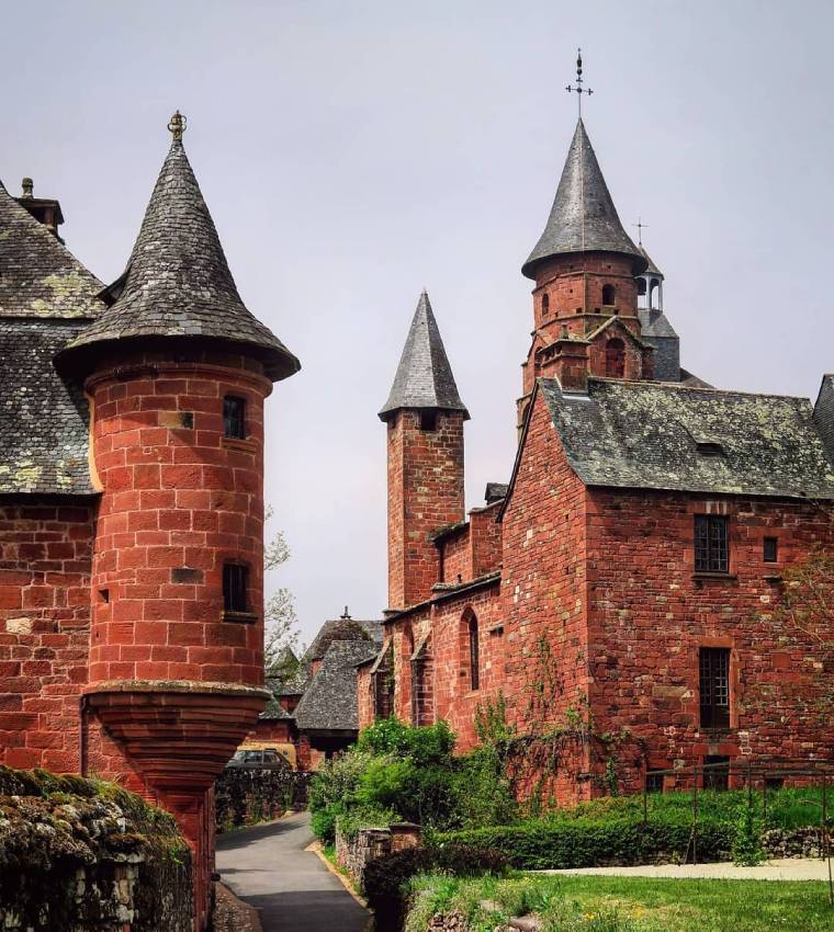 Collonges-la-Rouge pueblo sur francia