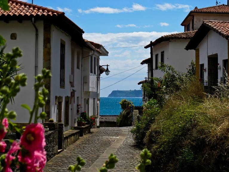 tazones asturias pueblo