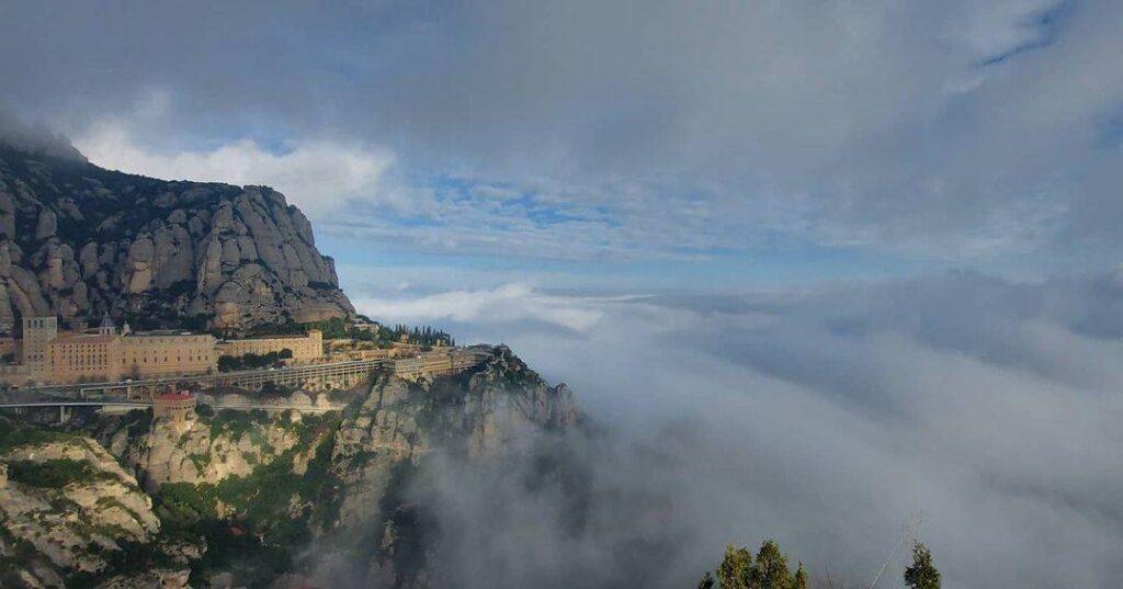 monserrat niebla