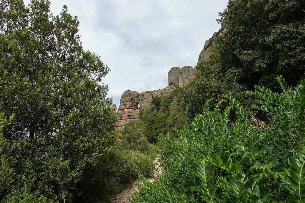 la roca foradada de montserrat